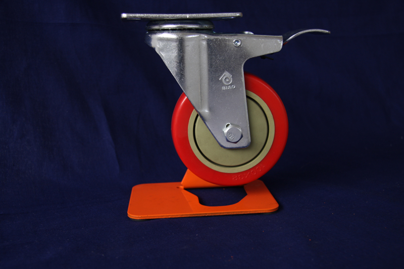 Medium duty PVC single ball bearing swivel caster with brake